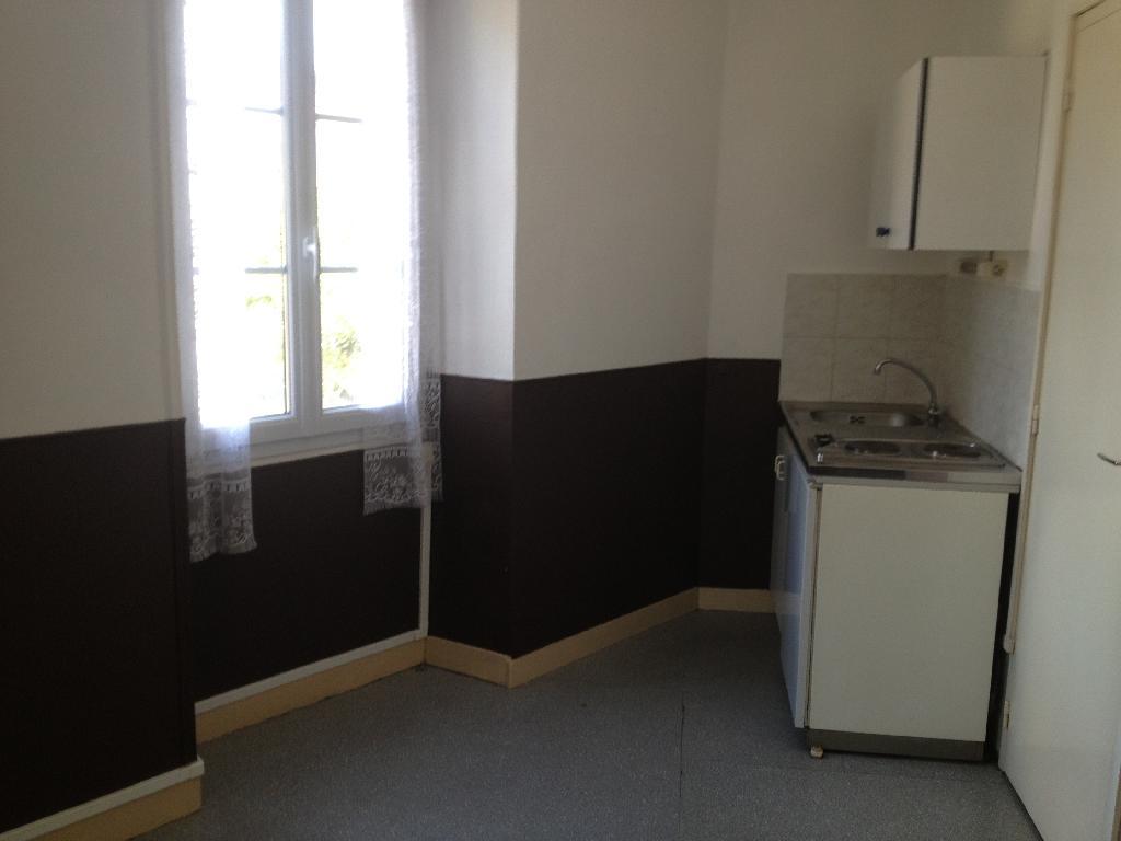 location de studio entre particuliers angers 275 15 m. Black Bedroom Furniture Sets. Home Design Ideas