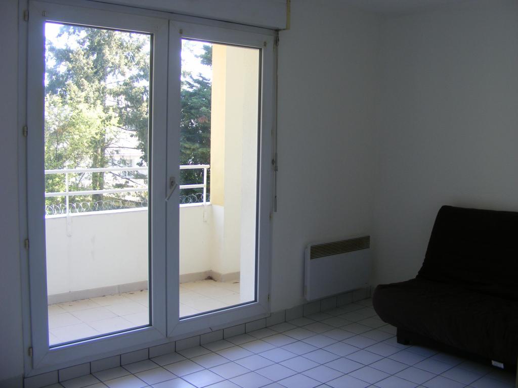 location d 39 appartement t1 de particulier nantes 425 22 m. Black Bedroom Furniture Sets. Home Design Ideas