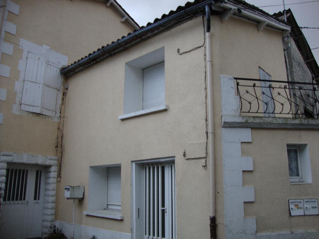Location appartement par particulier, studio, de 15m² à Vœuil-et-Giget