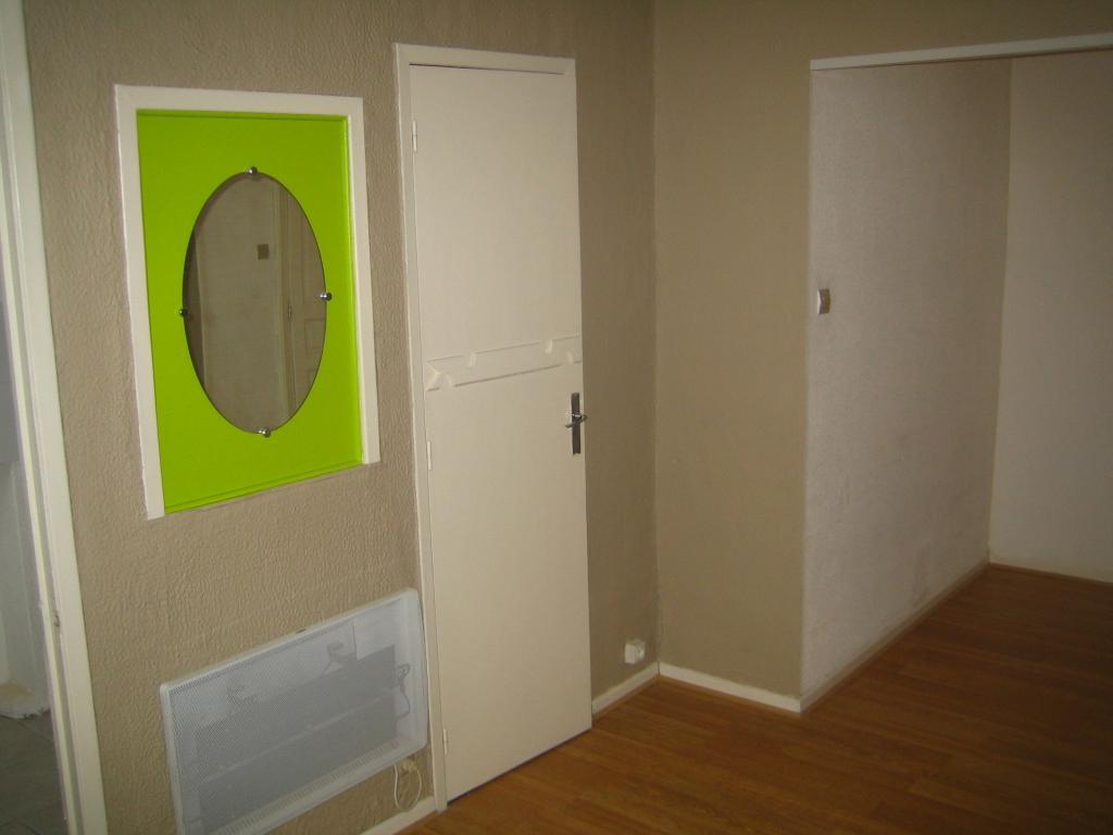 location d 39 appartement t1 entre particuliers toulouse 380 22 m. Black Bedroom Furniture Sets. Home Design Ideas