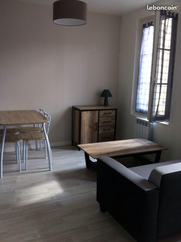 location de studio meubl de particulier particulier niort 360 21 m. Black Bedroom Furniture Sets. Home Design Ideas