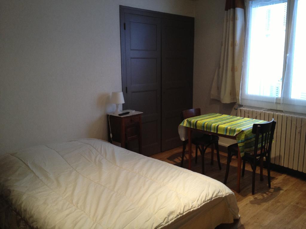 location de studio meubl entre particuliers aix les bains 400 20 m. Black Bedroom Furniture Sets. Home Design Ideas