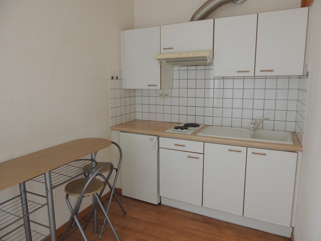 location de studio de particulier particulier bagnols sur ceze 420 38 m. Black Bedroom Furniture Sets. Home Design Ideas
