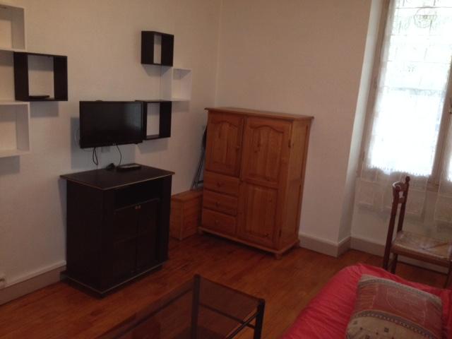 location de t1 meubl de particulier particulier clermont ferrand 435 24 m. Black Bedroom Furniture Sets. Home Design Ideas