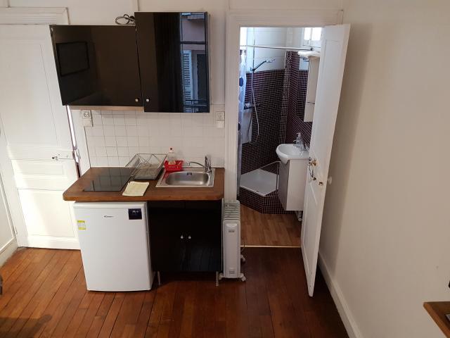 Location de studio meubl sans frais d 39 agence levallois for Bineau mural levallois perret