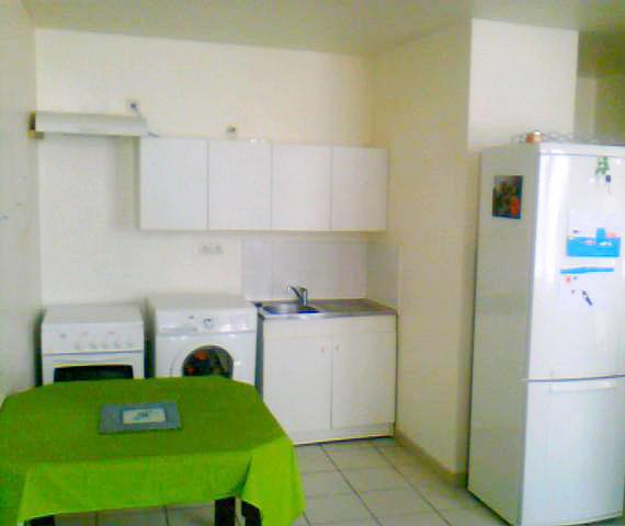 location d 39 appartement t2 de particulier nimes 477 41 m. Black Bedroom Furniture Sets. Home Design Ideas