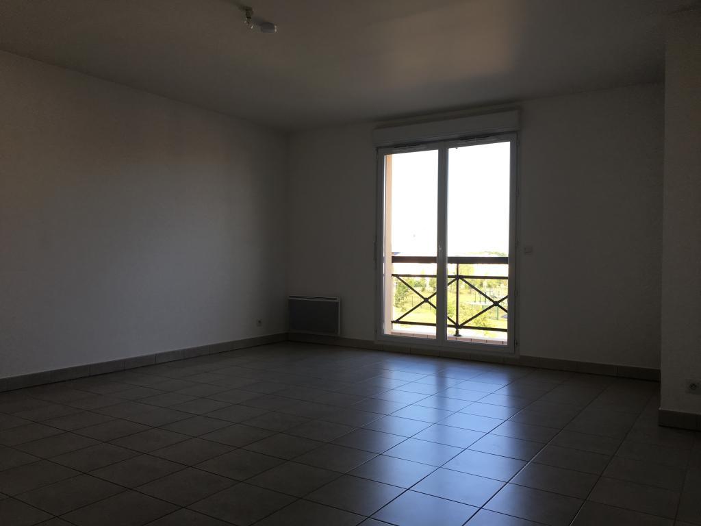 Location immobilière par particulier, Saint-Pierre-du-Perray, type appartement, 65m²