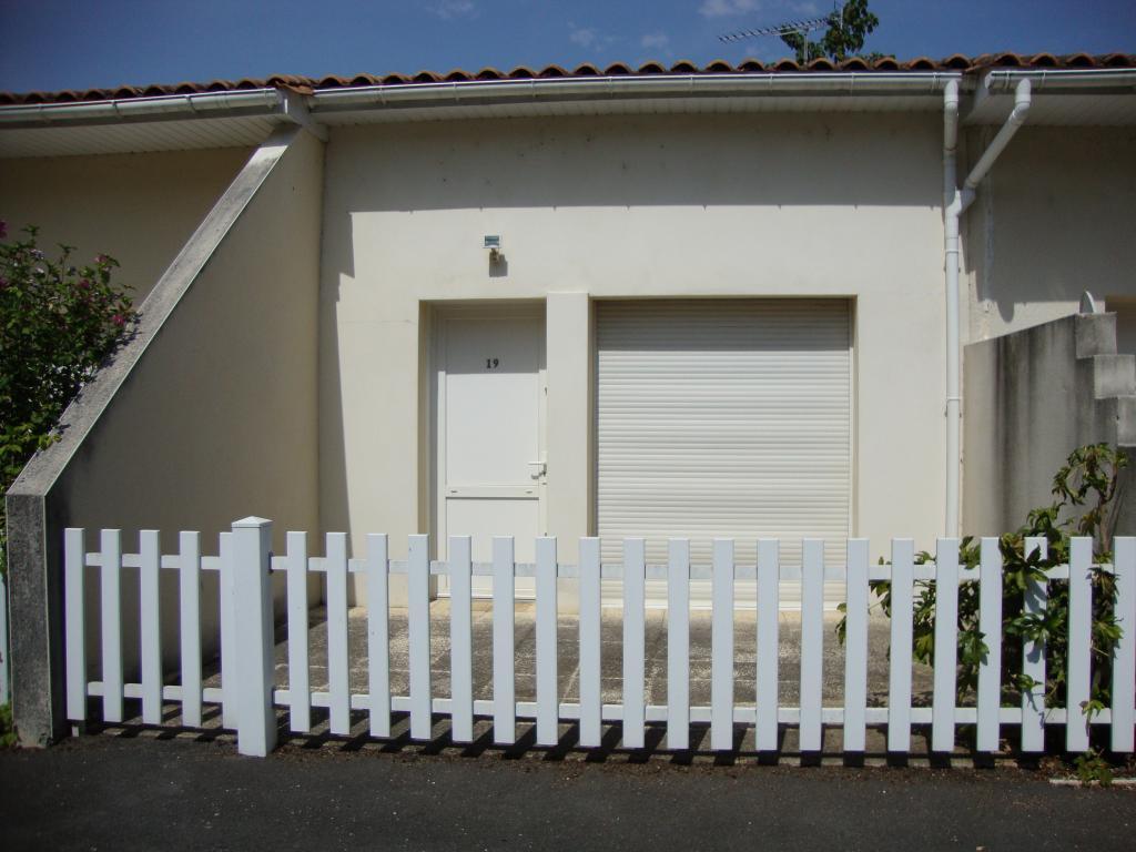location de studio entre particuliers angouleme 350. Black Bedroom Furniture Sets. Home Design Ideas