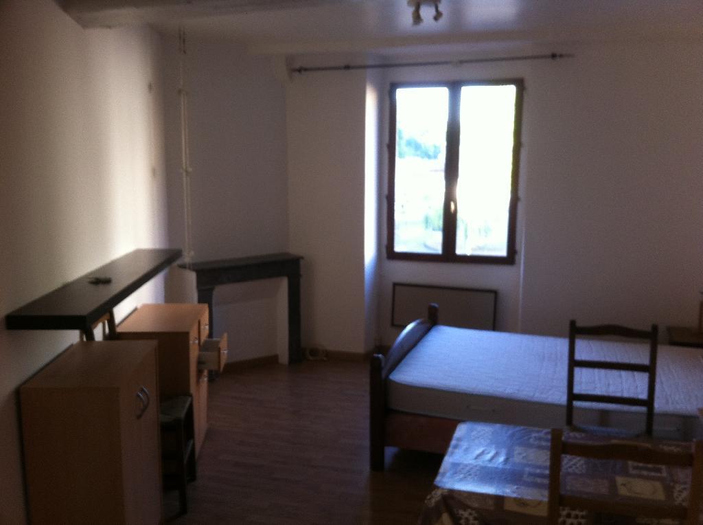 location de studio meubl de particulier particulier bayonne 330 21 m. Black Bedroom Furniture Sets. Home Design Ideas