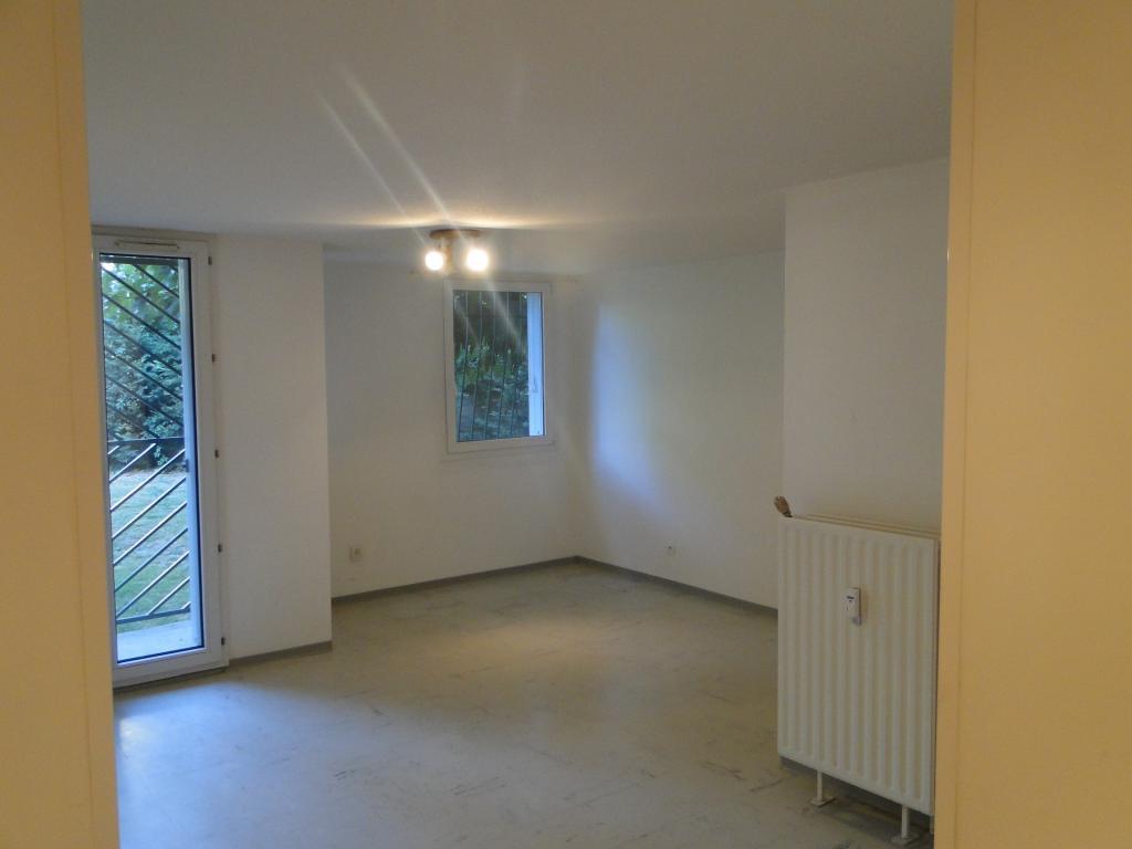 location d 39 appartement t1 entre particuliers toulouse 530 32 m. Black Bedroom Furniture Sets. Home Design Ideas