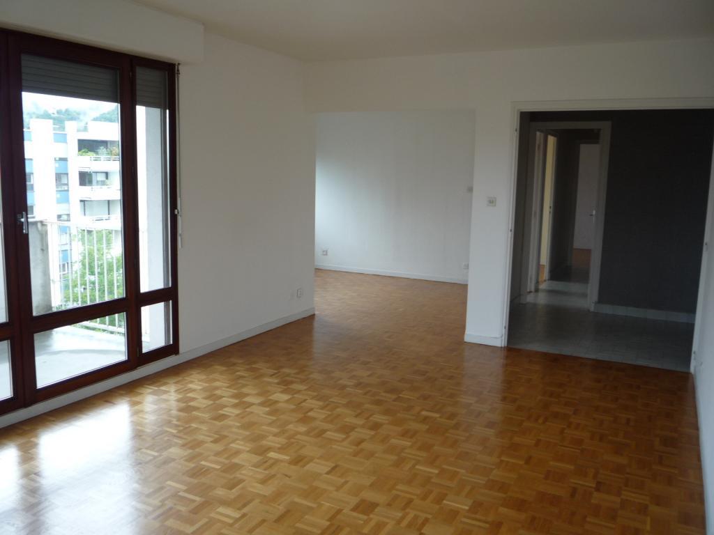 location d 39 appartement t3 entre particuliers meylan 700 67 m. Black Bedroom Furniture Sets. Home Design Ideas