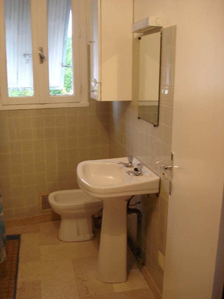 location de t1 de particulier particulier agen 386 41 m. Black Bedroom Furniture Sets. Home Design Ideas
