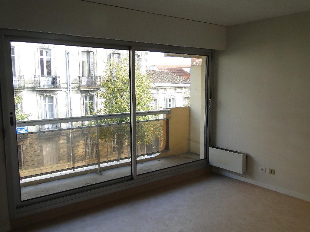 location de studio de particulier bordeaux 417 22 m. Black Bedroom Furniture Sets. Home Design Ideas