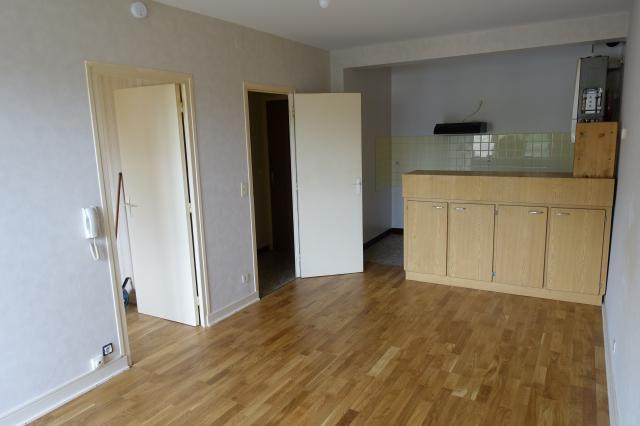 location appartement oloron ste marie de particulier particulier. Black Bedroom Furniture Sets. Home Design Ideas