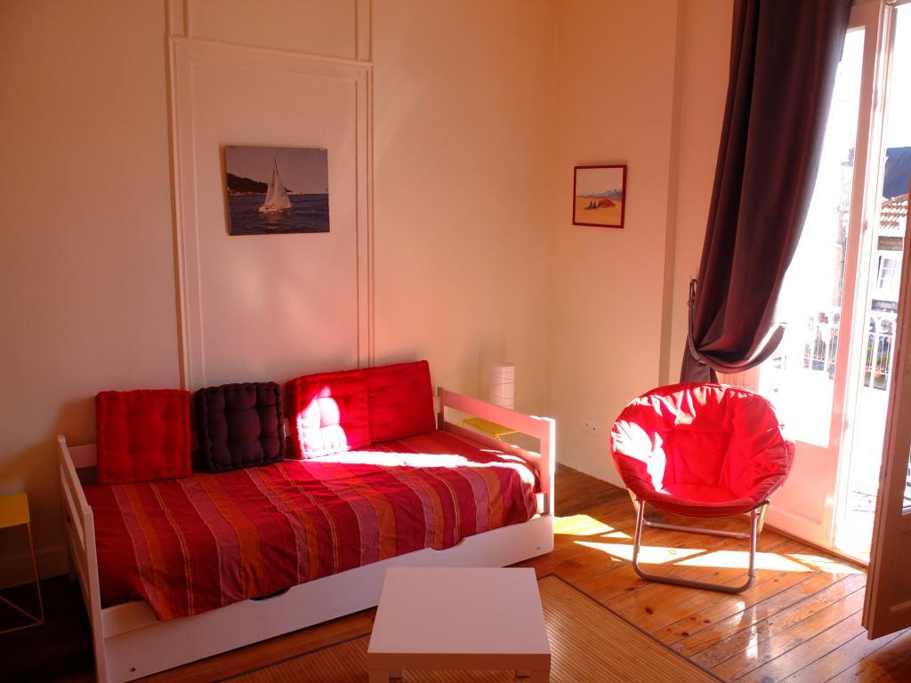 location d 39 appartement t2 meubl entre particuliers pau 405 27 m. Black Bedroom Furniture Sets. Home Design Ideas