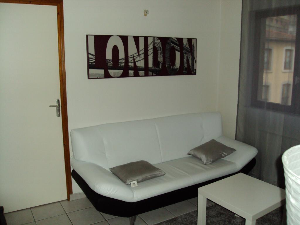 location d 39 appartement t2 de particulier particulier. Black Bedroom Furniture Sets. Home Design Ideas