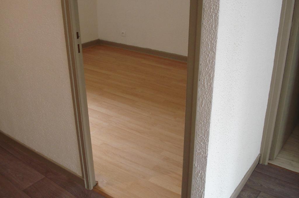 location d 39 appartement t2 de particulier particulier reims 380 35 m. Black Bedroom Furniture Sets. Home Design Ideas