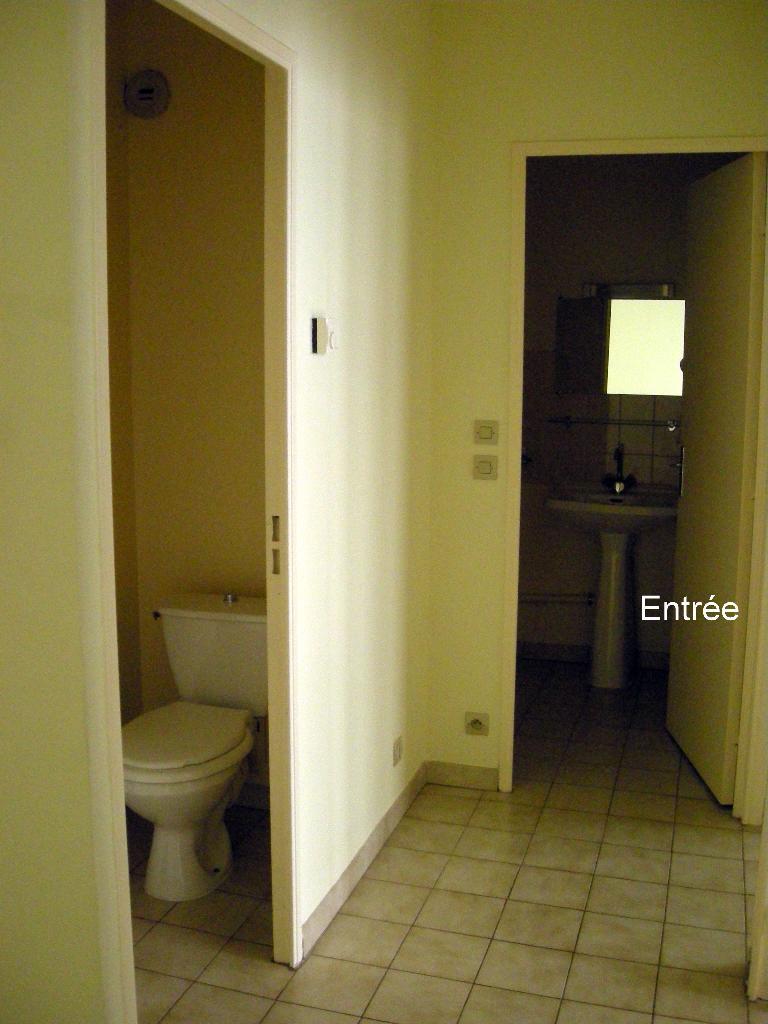 location d 39 appartement t2 sans frais d 39 agence nimes. Black Bedroom Furniture Sets. Home Design Ideas