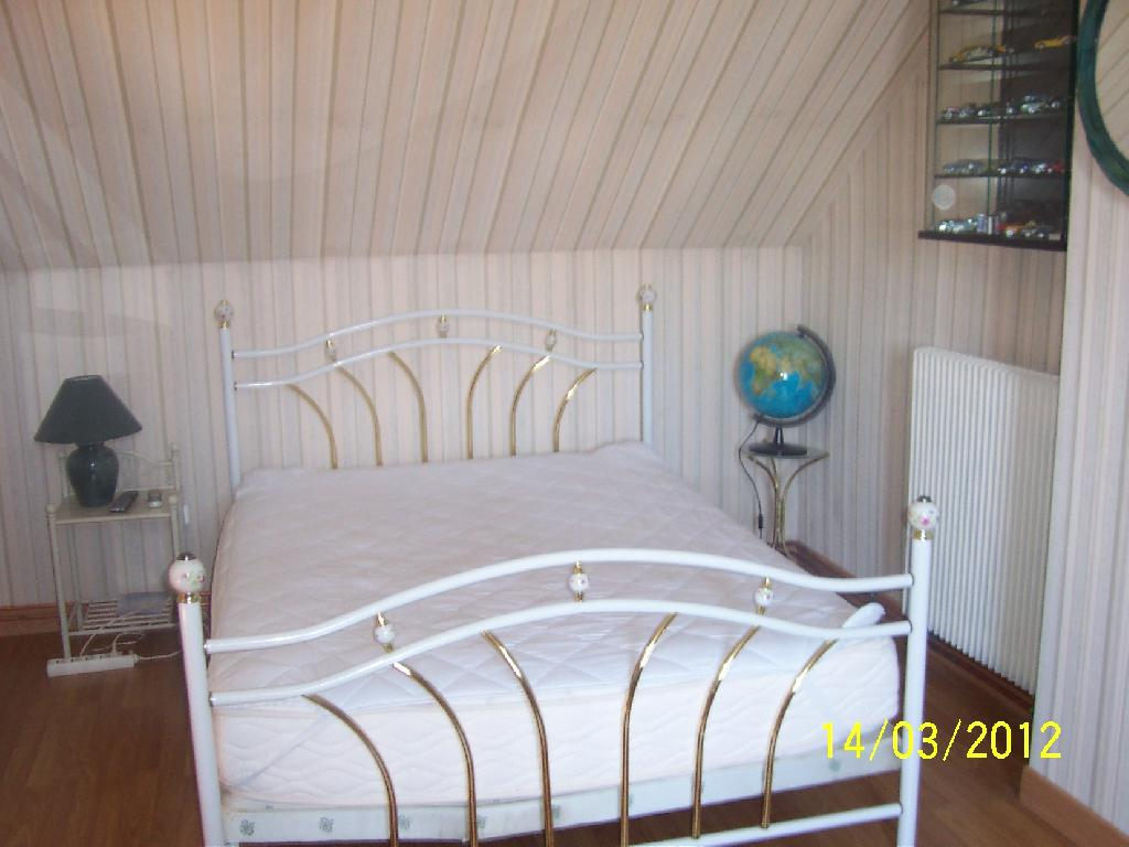Location de chambre meubl e de particulier bourges 280 for Location de chambre meublee
