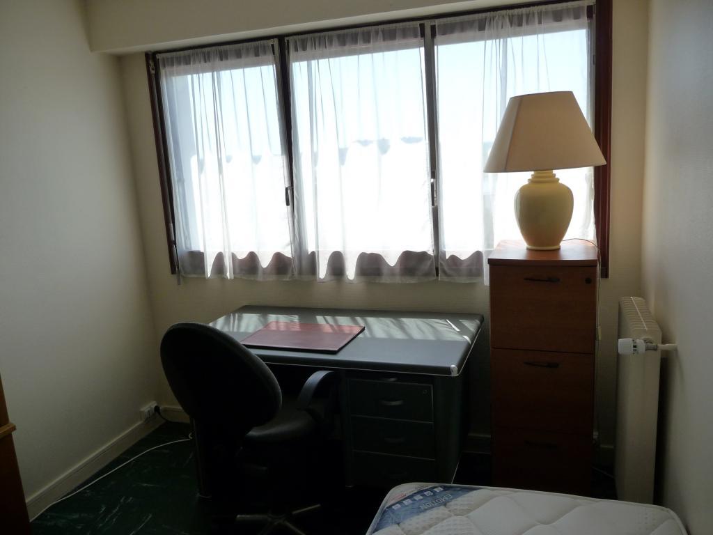 location de studio meubl sans frais d 39 agence tours. Black Bedroom Furniture Sets. Home Design Ideas