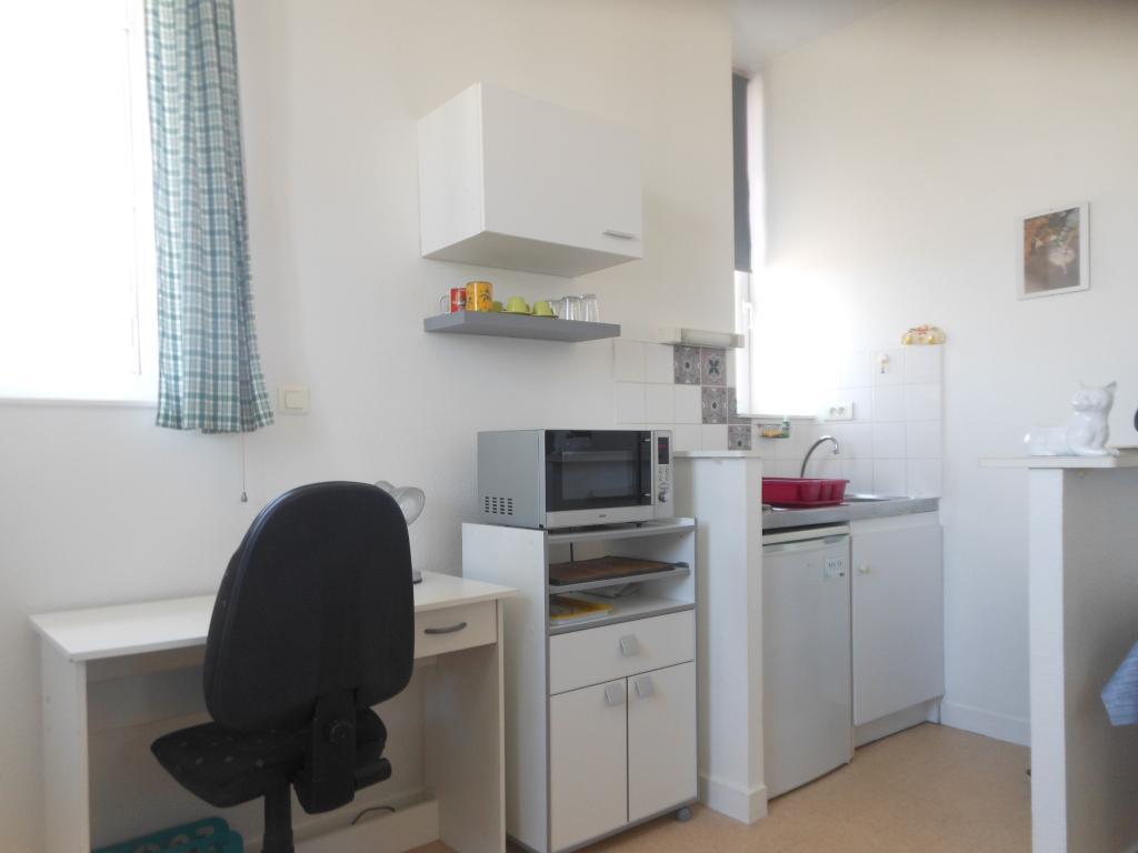 location de studio meubl de particulier particulier poitiers 370 24 m. Black Bedroom Furniture Sets. Home Design Ideas