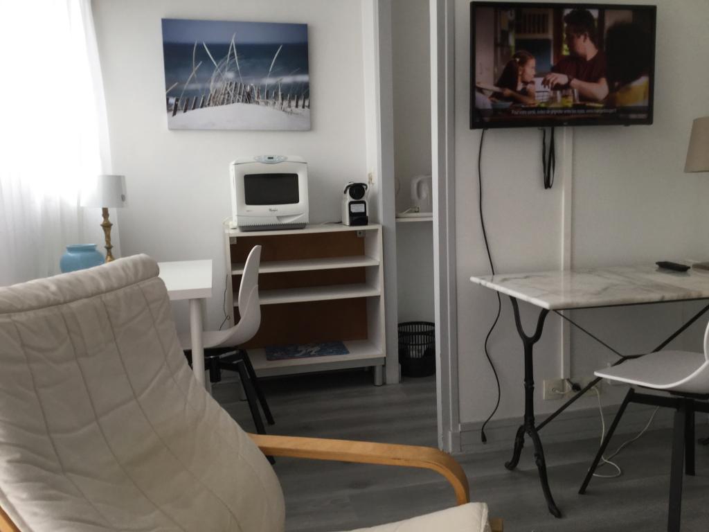 Location De Studio Meublé Sans Frais Dagence à Paris 15 975 25 M²
