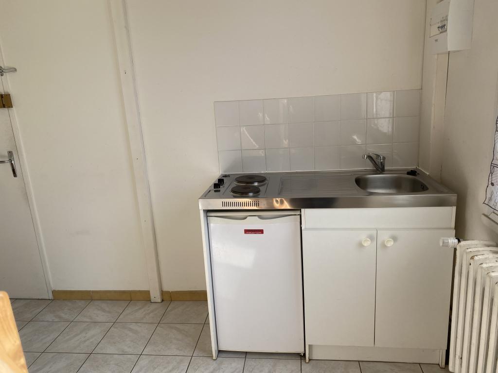 location de studio meubl sans frais d 39 agence poitiers 330 20 m. Black Bedroom Furniture Sets. Home Design Ideas