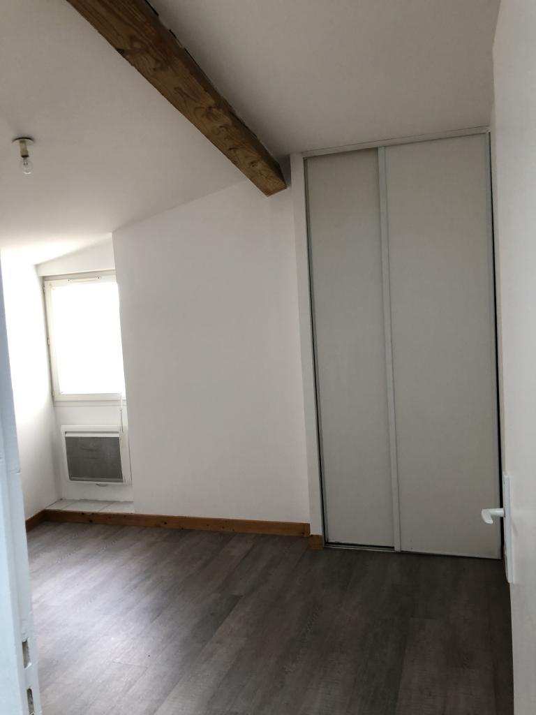 Location de maison f3 de particulier niort 500 62 m for Location de garage niort