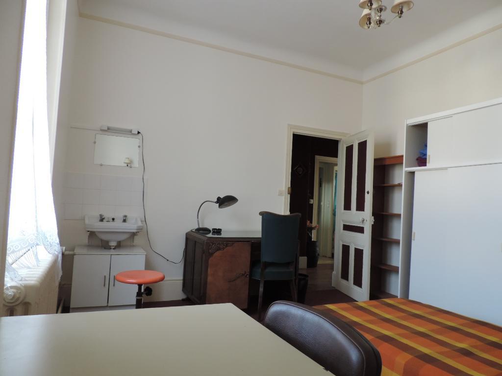 location de chambre meubl e sans frais d 39 agence dijon 310 16 m. Black Bedroom Furniture Sets. Home Design Ideas