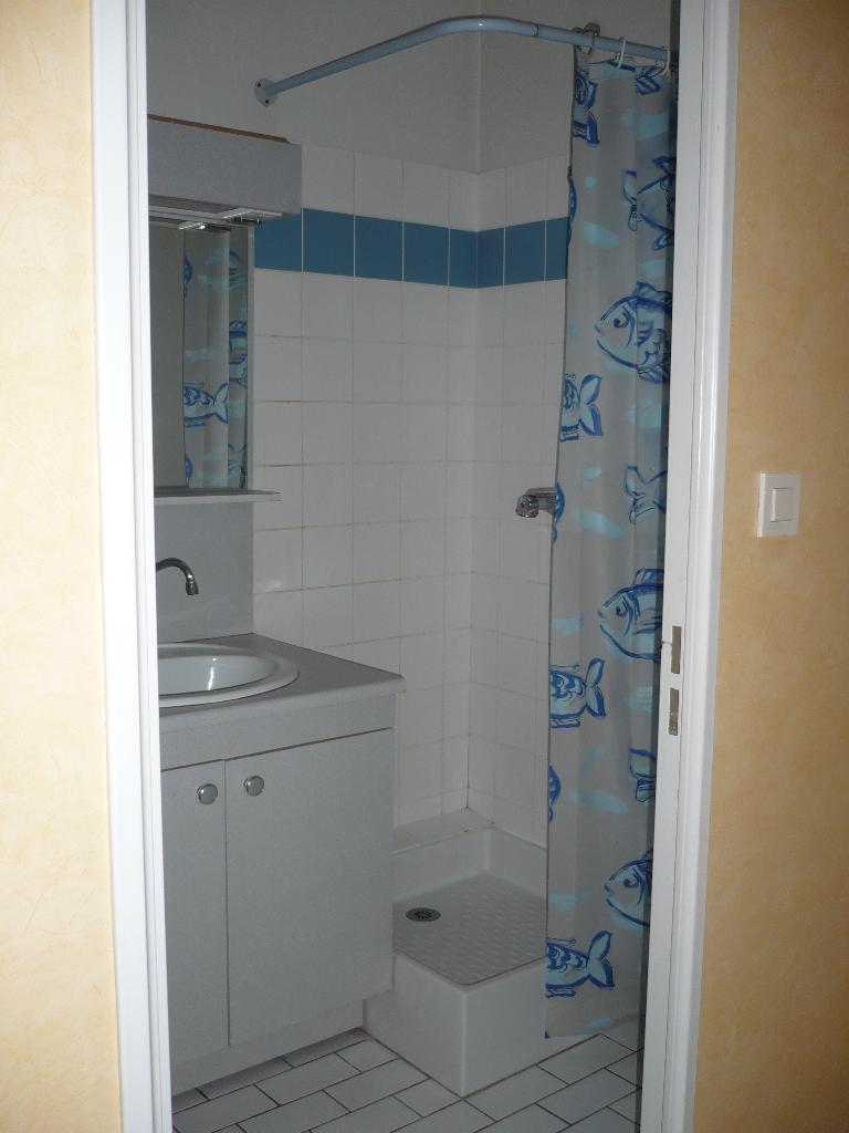 location de studio de particulier poitiers 384 27 m. Black Bedroom Furniture Sets. Home Design Ideas