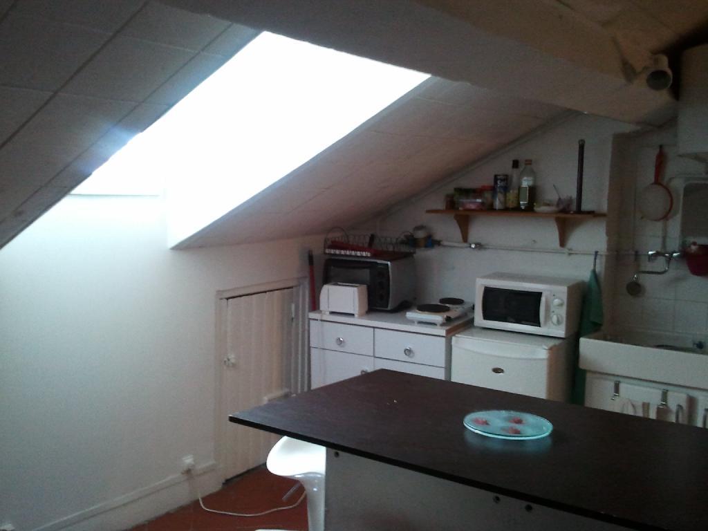 location de studio meubl sans frais d 39 agence lyon 69006 525 22 m. Black Bedroom Furniture Sets. Home Design Ideas