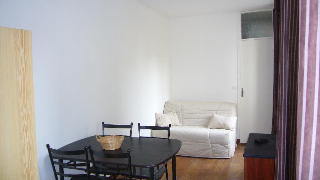 Location immobilière par particulier, Paris 11, type studio, 18m²