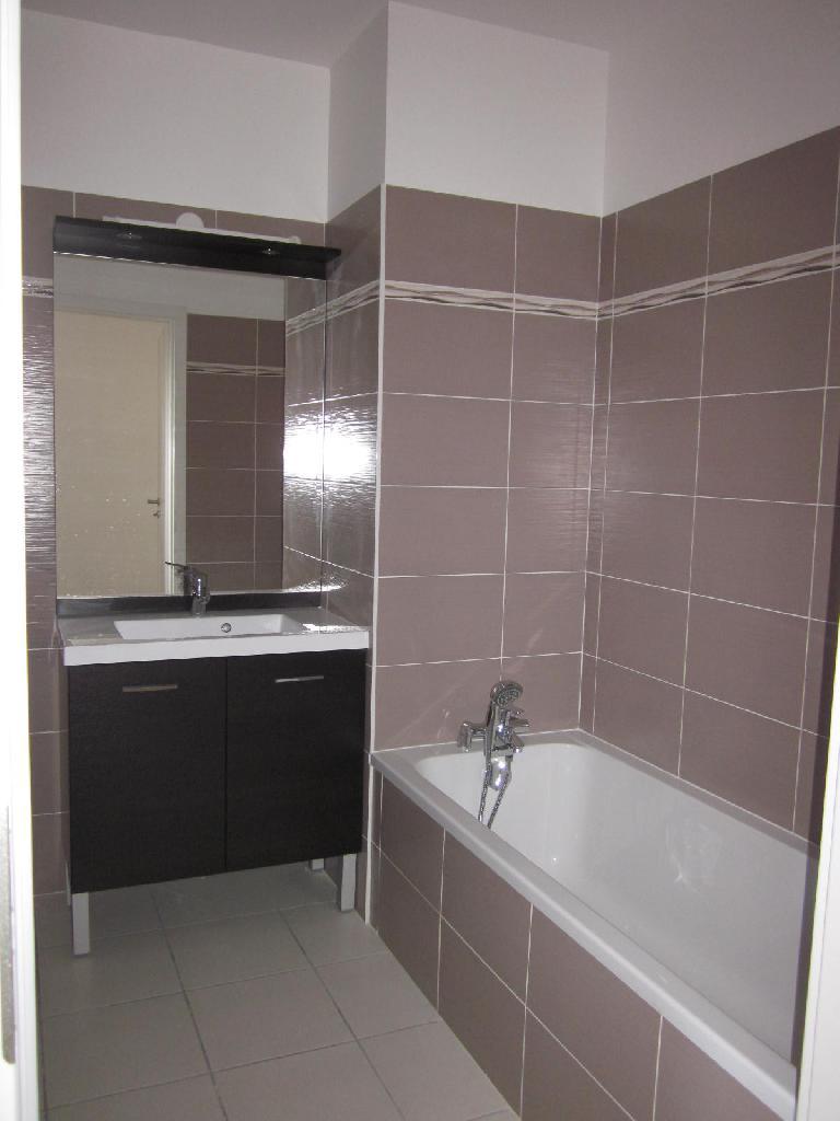 location d 39 appartement t2 de particulier particulier lyon 69003 770 46 m. Black Bedroom Furniture Sets. Home Design Ideas