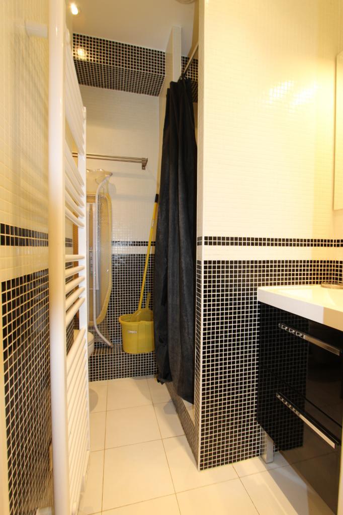 location de studio meubl de particulier particulier clamart 850 22 m. Black Bedroom Furniture Sets. Home Design Ideas