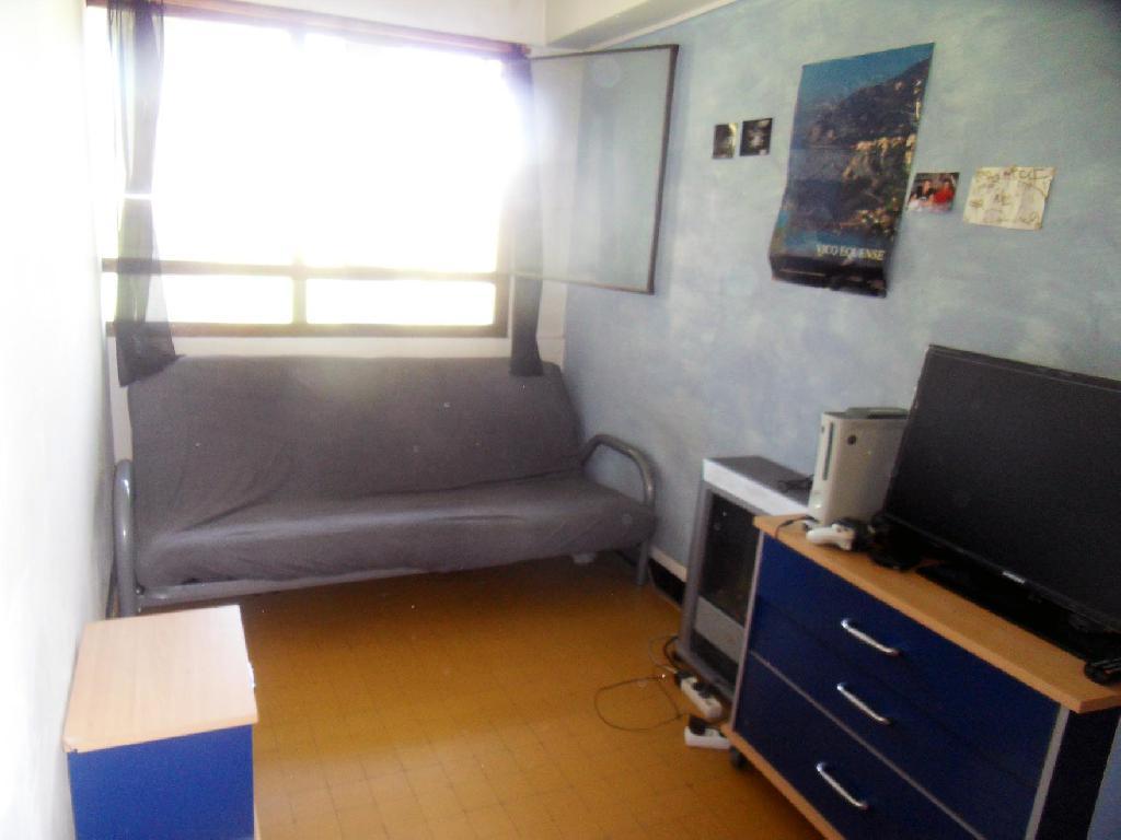 location de studio meubl entre particuliers marseille 13008 650 33 m. Black Bedroom Furniture Sets. Home Design Ideas