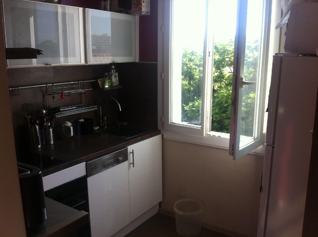 Location appartement T1 Marseille 04 - Photo 1
