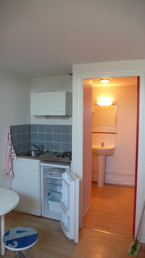 studio de 19m2 louer sur angers location appartement. Black Bedroom Furniture Sets. Home Design Ideas