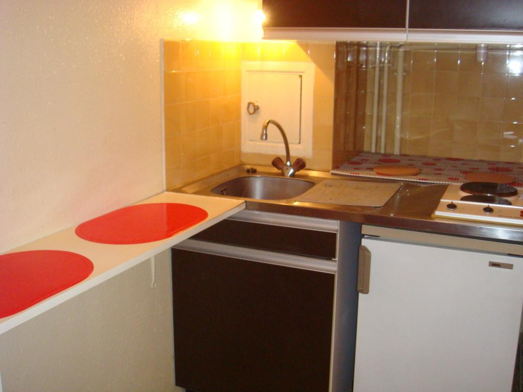 studio de 26m2 louer sur clermont ferrand location appartement. Black Bedroom Furniture Sets. Home Design Ideas