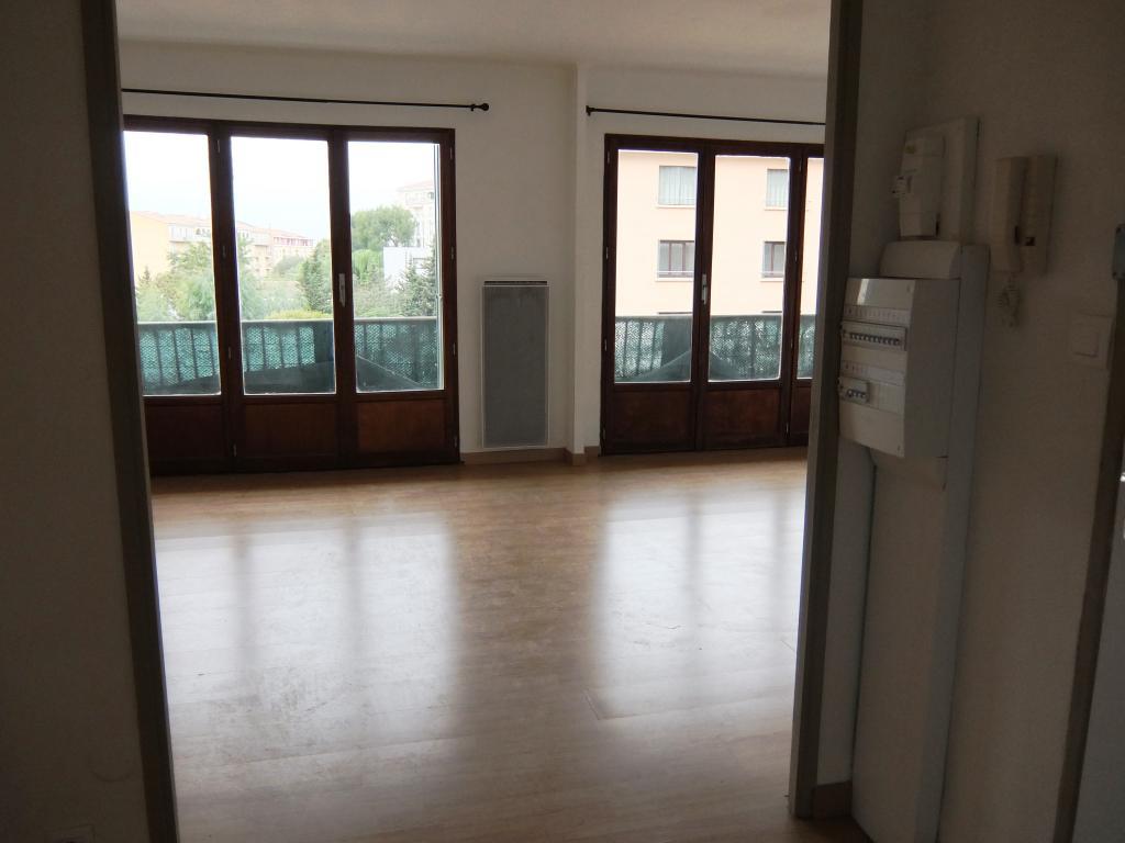 location d 39 appartement t3 de particulier hyeres 921 80 m. Black Bedroom Furniture Sets. Home Design Ideas