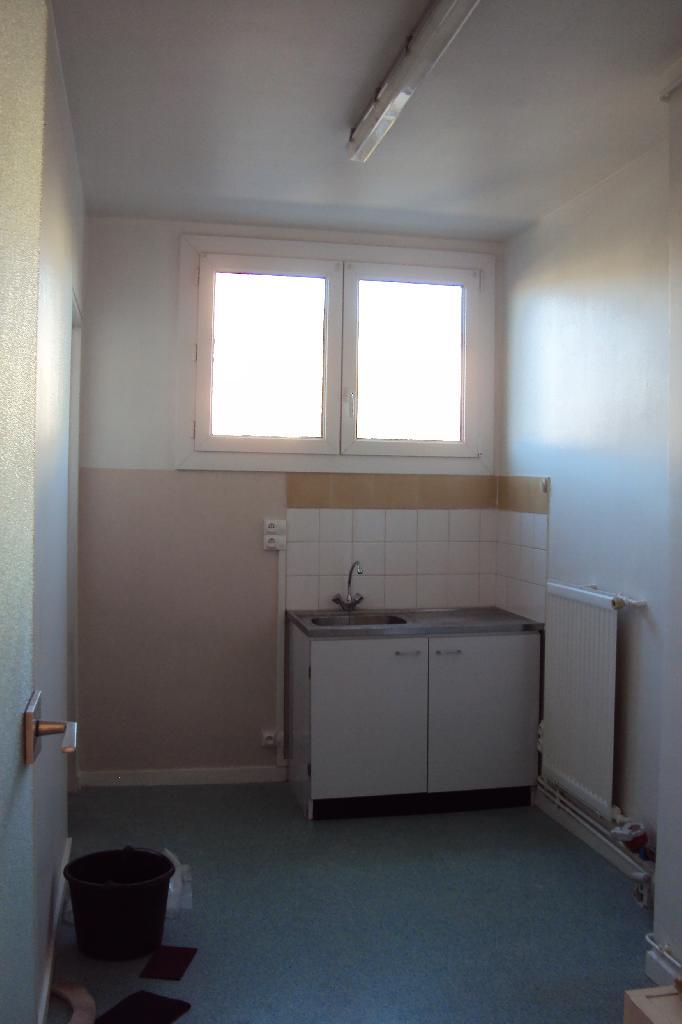 location de studio de particulier particulier limoges 370 31 m. Black Bedroom Furniture Sets. Home Design Ideas