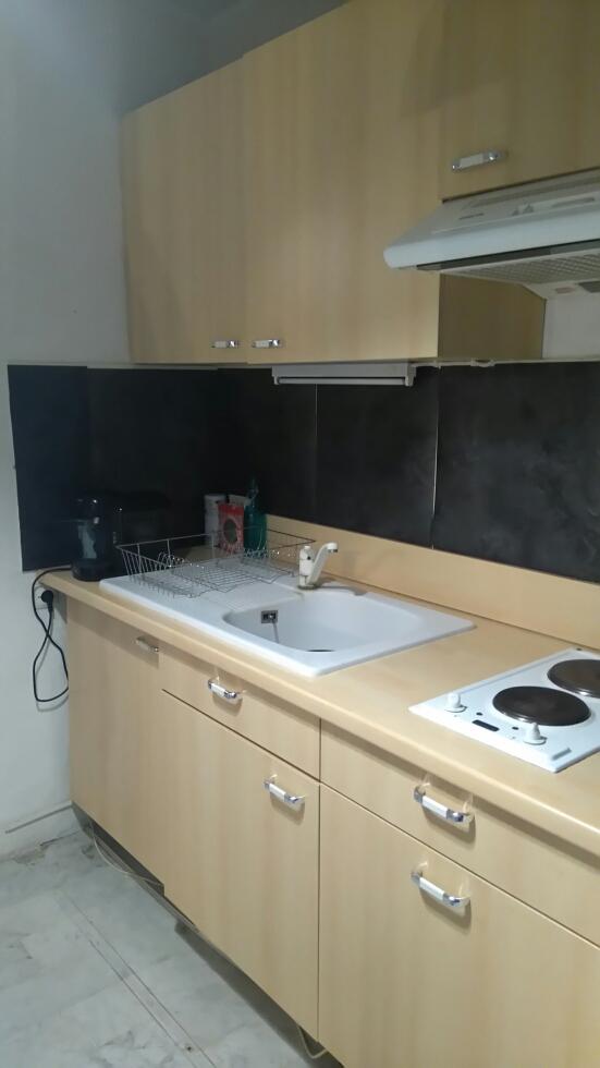 Location d 39 appartement t1 sans frais d 39 agence hyeres for Combien coute une cuisine equipee