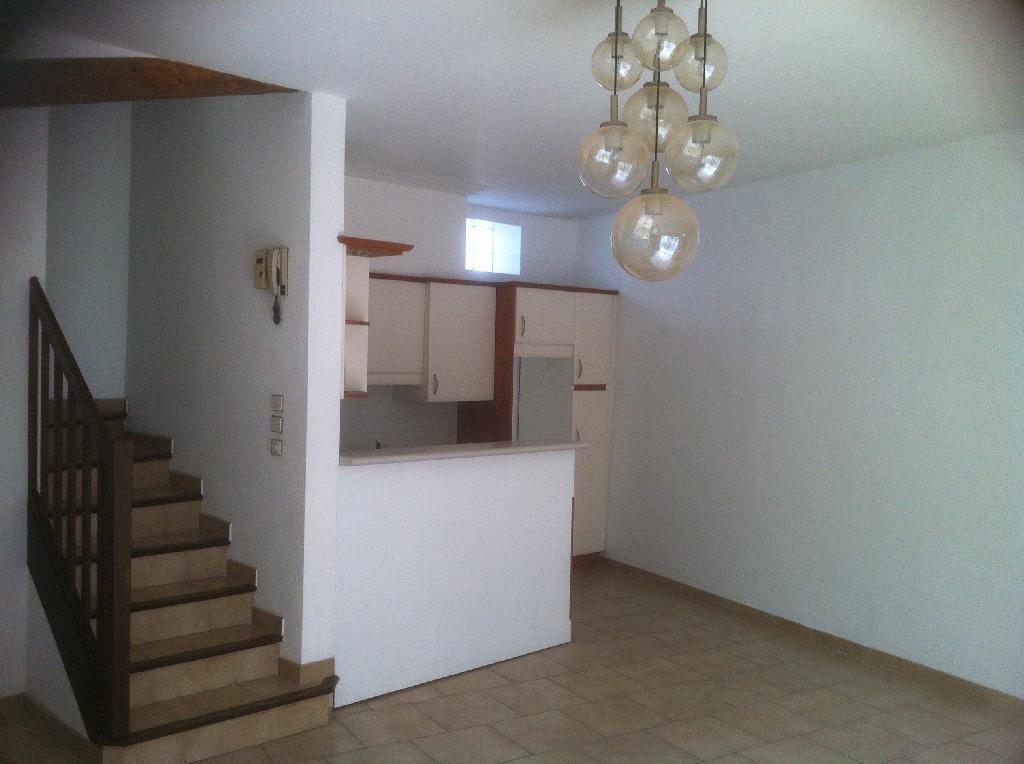 location de maison f4 de particulier particulier beziers 790 80 m. Black Bedroom Furniture Sets. Home Design Ideas