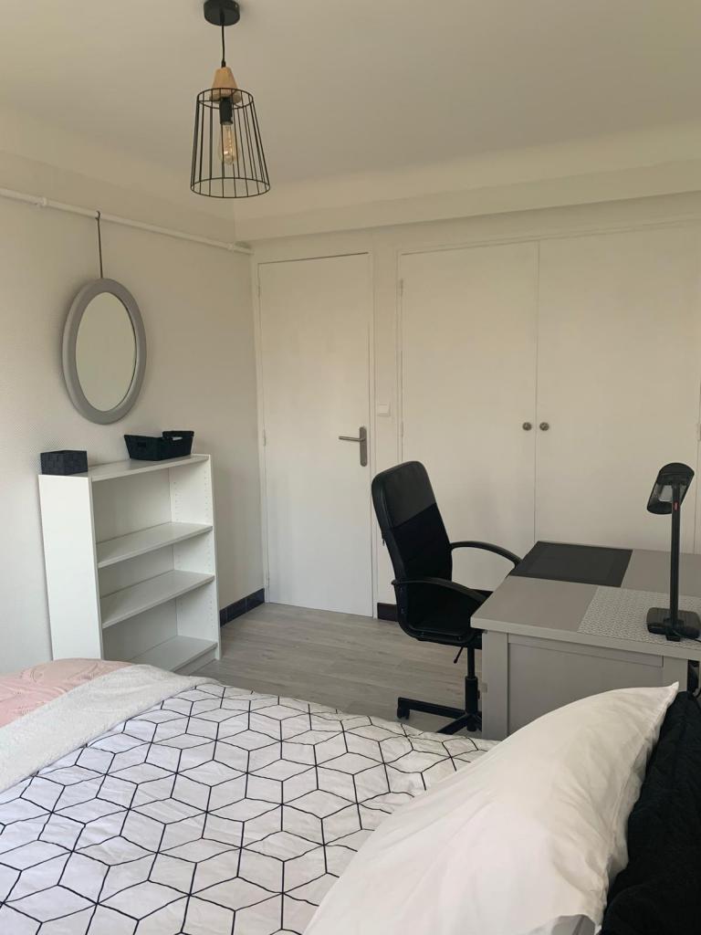 chambre de 14m2 louer sur montpellier location appartement. Black Bedroom Furniture Sets. Home Design Ideas