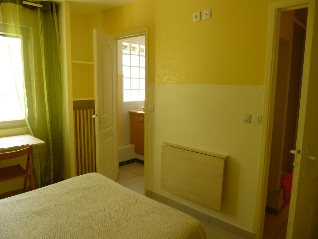 location de studio meubl de particulier particulier vaulx en velin 484 16 m. Black Bedroom Furniture Sets. Home Design Ideas