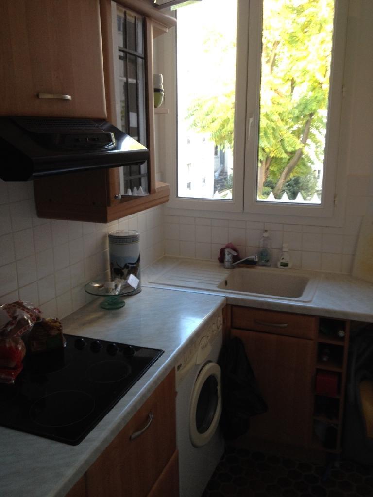 Location d 39 appartement t2 de particulier paris 75018 for Combien coute une cuisine amenagee