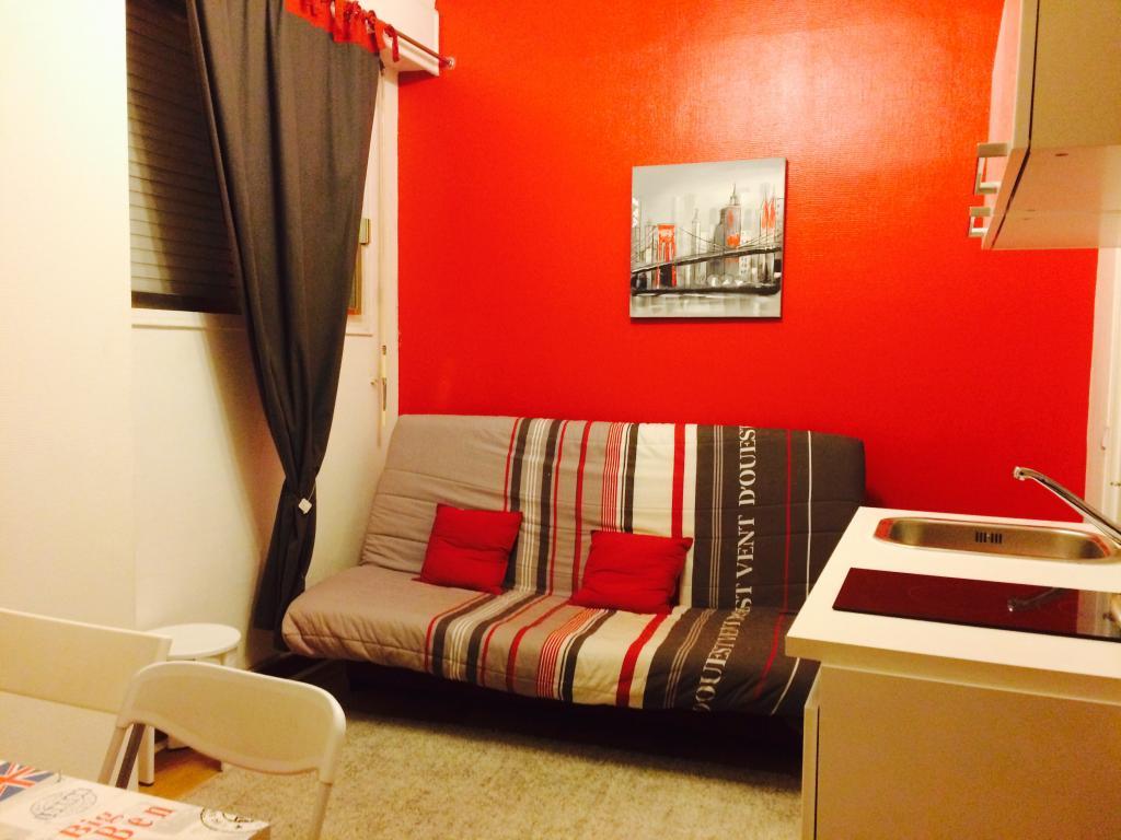 location de studio meubl sans frais d 39 agence paris 75013 750 14 m. Black Bedroom Furniture Sets. Home Design Ideas