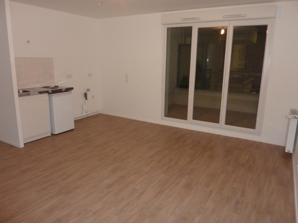 De particulier à particulier Saint-Pierre-du-Perray, appartement studio de 33m²
