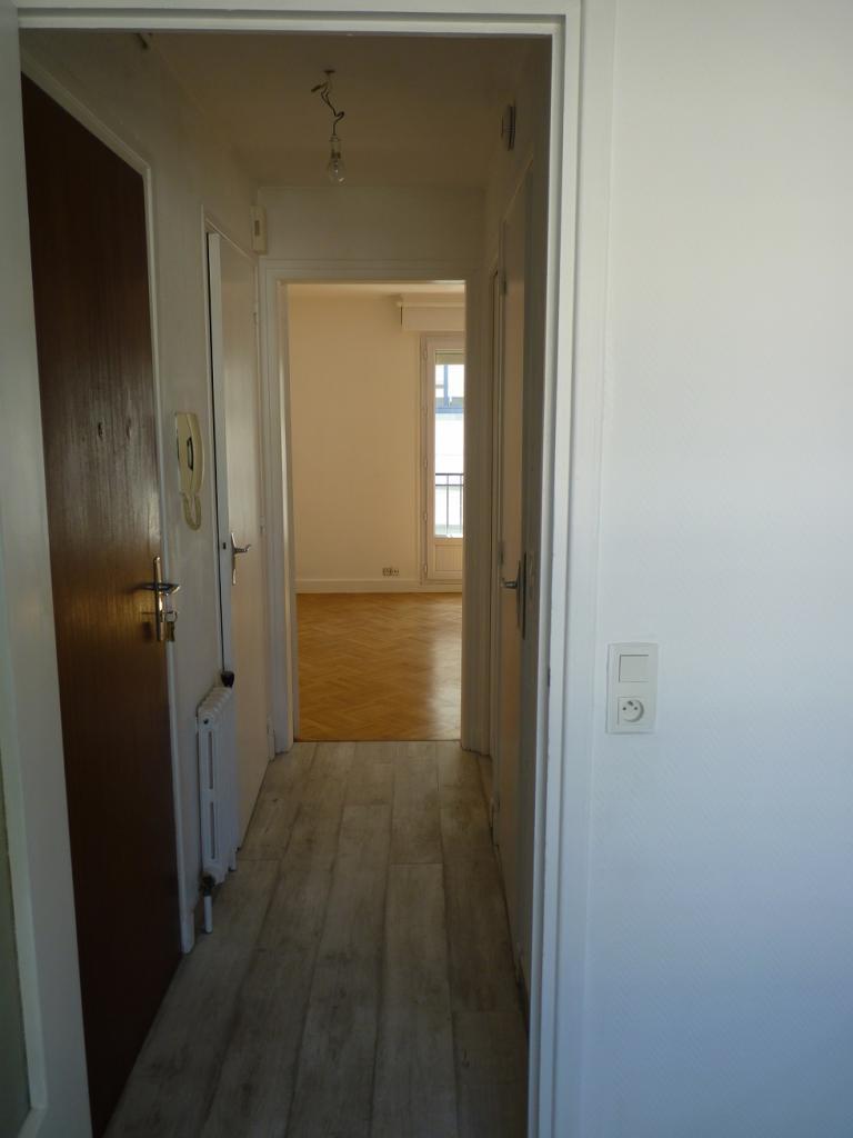 location de studio entre particuliers lorient 380 32 m. Black Bedroom Furniture Sets. Home Design Ideas