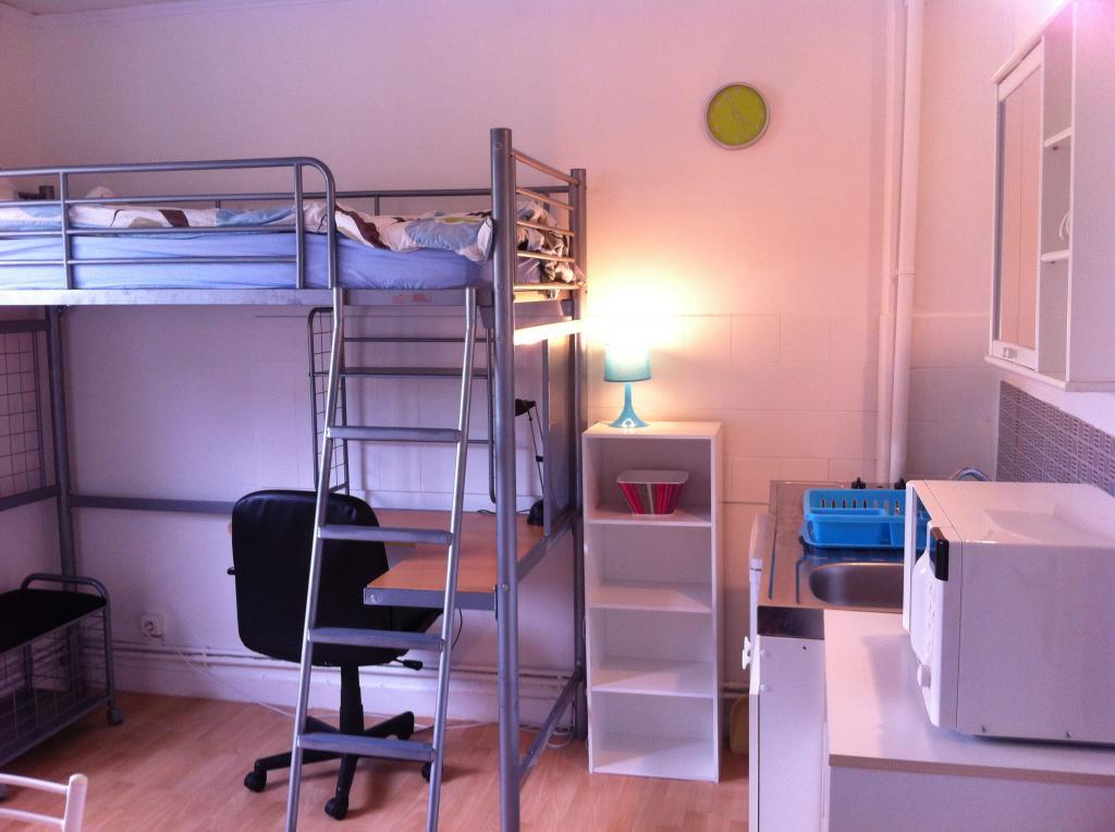 location de chambre meubl e entre particuliers angers 299 11 m. Black Bedroom Furniture Sets. Home Design Ideas