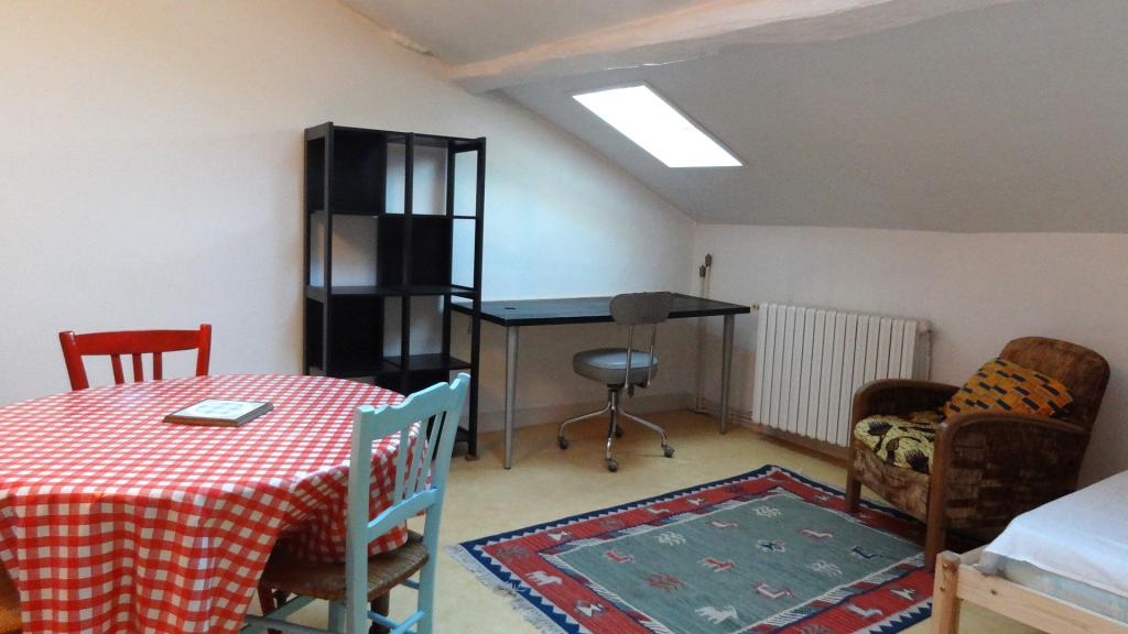 location de studio meubl sans frais d 39 agence limoges 350 25 m. Black Bedroom Furniture Sets. Home Design Ideas